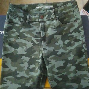 Army green mid-rise pants